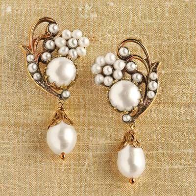 Bridesmaids  Mom  Wife gift Wire wrapped artisan drop earrings Gray white pearl beaded dangle earrings Handmade wedding jewelry