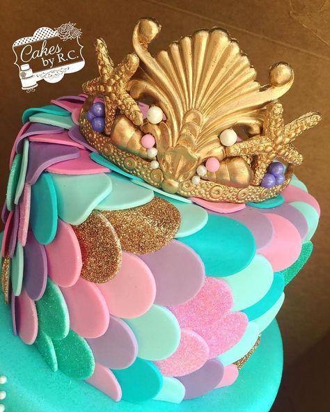 "6,293 Likes, 135 Comments - RosaMaria ⚾️⚾  (@cakesbyrc) on Instagram: ""Move over Frozen cakes ❄️ Mermaid cakes are the latest trend  #cake #tiara #mermaid #scales…"""