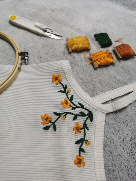 Revamped an old tank top with a some (very misshapen) flowers - Embroidery Embroidery On Clothes, Simple Embroidery, Hand Embroidery Stitches, Cross Stitch Embroidery, Diy Embroidery Flowers, Indian Embroidery Designs, Needlework, Sewing Projects, Creations