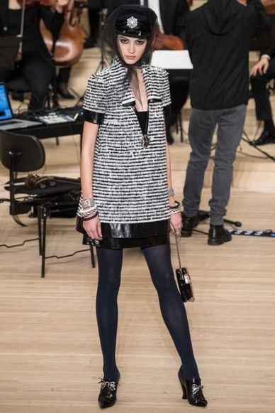 The complete Chanel Pre-Fall 2018 fashion show now on Vogue Runway.