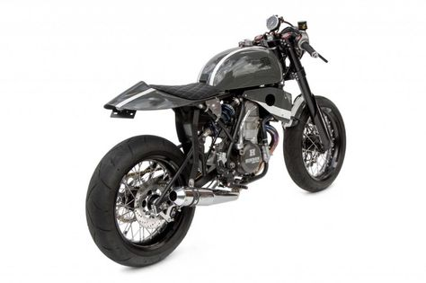 Honda CRF450 cafe racer - Yep, that;s a motocrosser engine in there.