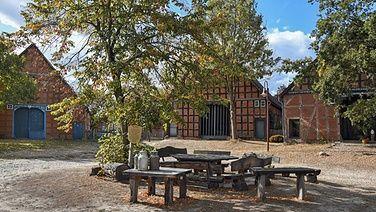 Dorfplatz Im Rundlingsdorf Bussau Outdoor Dekorationen Terassenideen Alte Bauernhauser