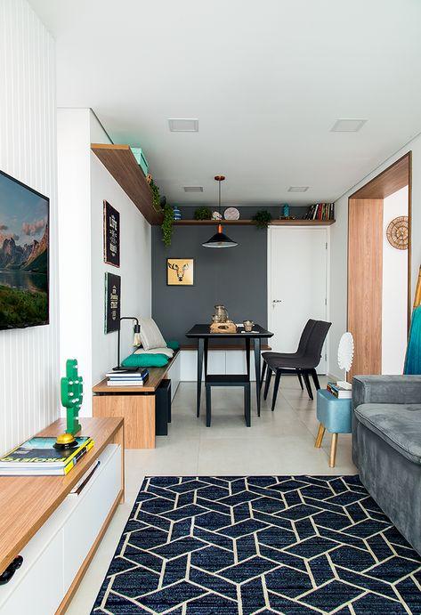 Decoração de apartamento pequeno com móveis sob medida e painéis