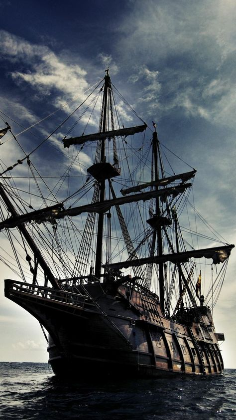 Pirate Art, The Pirate King, Pirate Life, Pirate Ships, Pirate Crafts, Johnny Depp, Bateau Pirate, Black Sails, Pirates Of The Caribbean