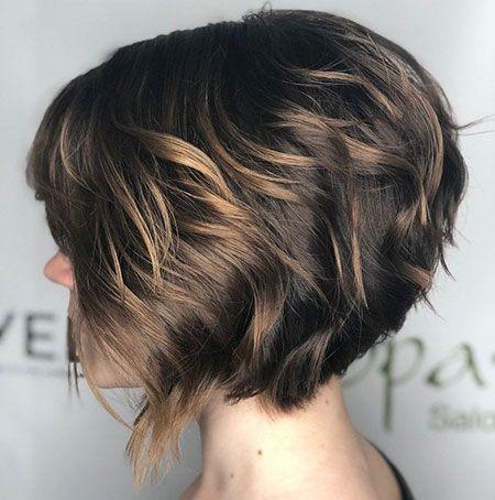 25 Kurze Haarschnitte Fur Dickes Welliges Haar Frisur Welliges Haar Kurz Haarschnitt Haarschnitt Kurz