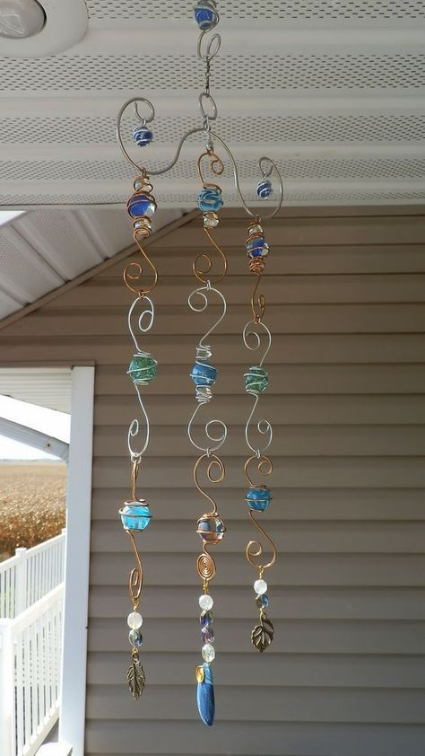 catcher, Wire wrapped marbles and beads wind chime. wire work window charm spins, hand made by me. by margiesun catcher, Wire wrapped marbles and beads wind chime. wire work window charm spins, hand made by me. by margie Garden Crafts, Garden Art, Yard Art Crafts, Easy Garden, Garden Ideas, Suncatchers, Carillons Diy, Sell Diy, Bijoux Fil Aluminium