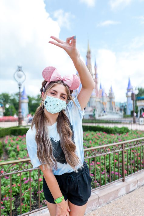 Disney Vacations, Disney Trips, Disney Parks, Disney Land, Disneyland Outfits, Disney Outfits, Cute Outfits, Cute Disney Pictures, Photoshoot Themes