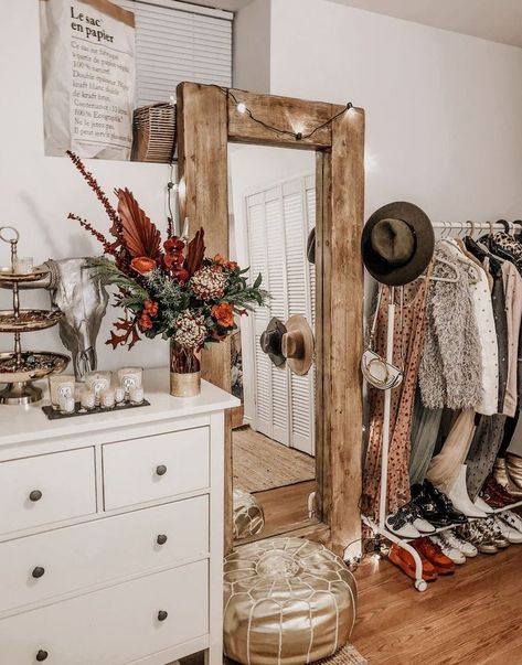 48 Gorgeous Western Rustic Home Decorating Ideas - Home decorating can be very fun but yet challenging at times; whether it be with western decorations or rustic home decor. Western home decor is decor. Western Bedroom Decor, Western Rooms, Home Decor Bedroom, Western House Decor, Bedroom Ideas, Bedroom Rustic, Bedroom Vintage, Bedroom Girls, Bedroom Furniture