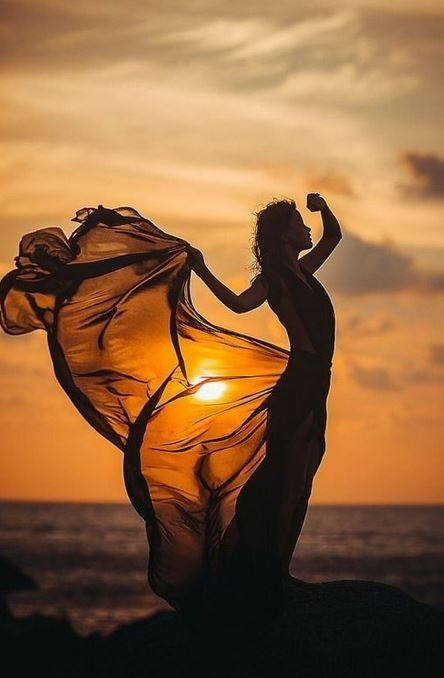 30 Fabulous Girl Sunset Photography Ideas To Steal - Feminine Buzz