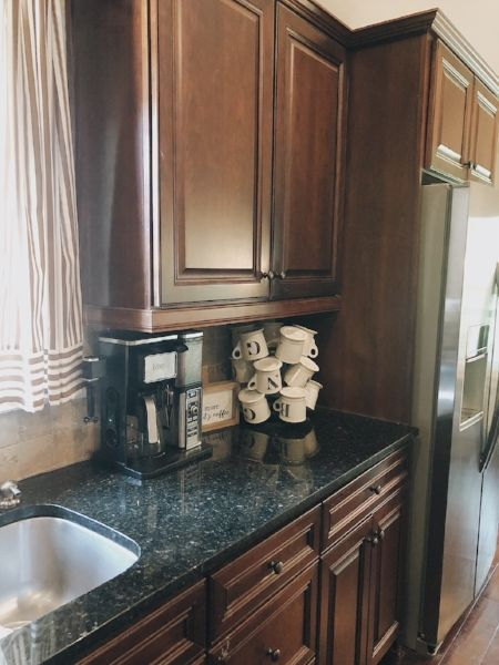 Part One Of Painting Your Kitchen Cabinets Prepping And Priming Kitchen Cabinets Kitchen Design Open Shabby Chic Kitchen