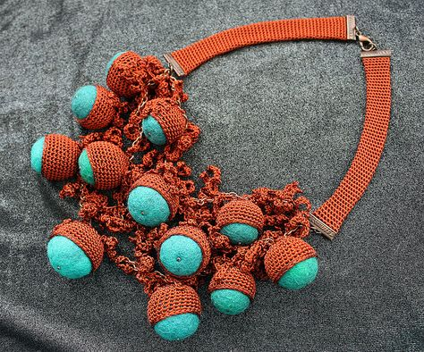 Terracotta necklace in three lines by Julia Kolbaskina, via Flickr