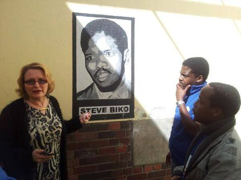 My mural painting of Steve Biko inside the jail cell where he was imprisoned and Helen Zille beside it. #helenzille #stevebiko #painting #mural #muralpainting