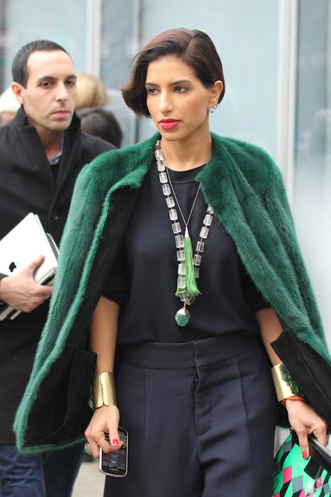 Navy and emerald with bright pink accents in New York (Amy Creyer) #streetstyle