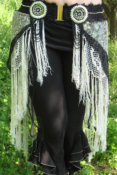 Tribal Fusion Faux Skirt Layered Belt Custom made by TriBalDiVinE, I would do with suede fringes & silver/turquoise beads. Belly Dance Outfit, Belly Dance Costumes, Tribal Fusion, Tribal Looks, Tribal Style, Dance Fashion, Boho Fashion, Tribal Costume, Tribal Belly Dance