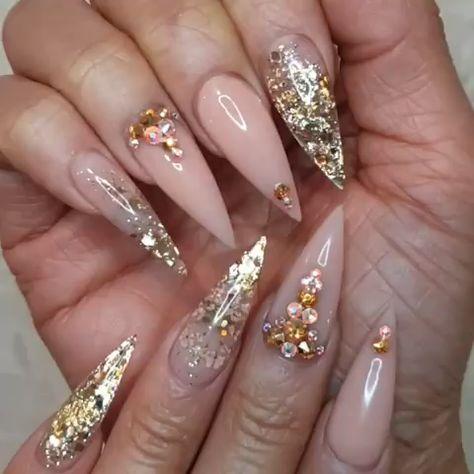 "452 Likes, 12 Comments - Cindy Chau (@ageofnails) on Instagram: ""Currently on mine ⭐ . . . #claws #allacrylic #notpolish #nailfie #stilletonails #goldnails…"""