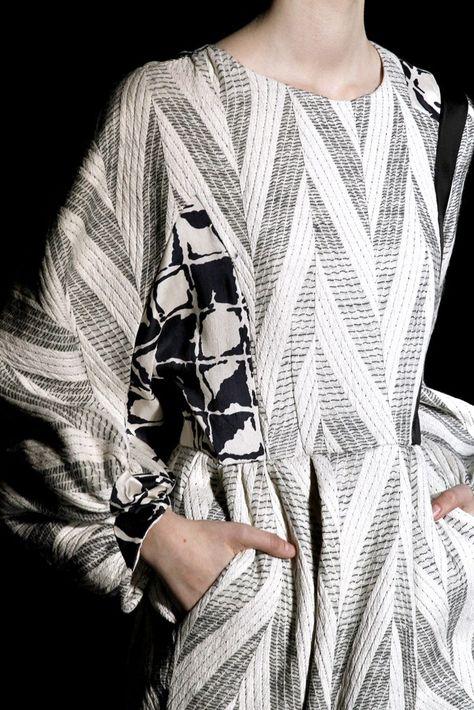 Dries Van Noten Fall 2011 Ready-to-Wear Fashion Show Details