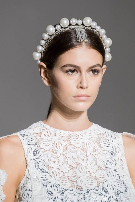 Hair Accessories Jewelry Givenchy Spring 2019 Couture Collection - Vogue - The complete Givenchy Spring 2019 Couture fashion show now on Vogue Runway.