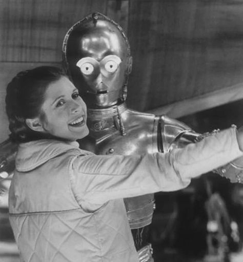 Star Wars: Episode V - The Empire Strikes Back - Publicity still of Carrie Fisher & Anthony Daniels Star Wars Film, Star Wars Episoden, Star Wars Cast, Star Wars Icons, Leia Star Wars, Carrie Fisher, Frances Fisher, Star Wars Padme, Chewbacca