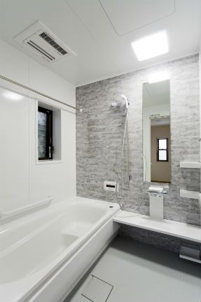 施工事例 浴室 お風呂 石目柄のクレアライトグレーで落ち着きのある
