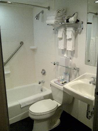 Recessed Shelf Above Sink Interesting Bathroom Nook The Bright Pop Of Color Adds Drama Recessed Shelves Bathroom Yellow Bathroom Tiles Recessed Shelves