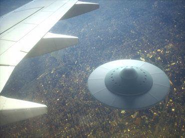 音アリ Ufoだ ビーム光線が見えた 2人のパイロットがアリゾナ州でufoとニアミス 管制官との音声が衝撃公開 古代の宇宙人 未確認飛行物体 空飛ぶ円盤