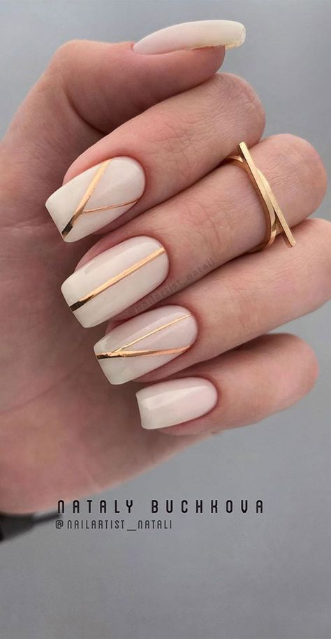 Pretty Neutral Nails Ideas For Every Occasion – Gold line