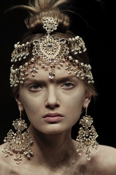 fashion–victime: Lily Donaldson for Alexander McQueen Fall/Winter 2008