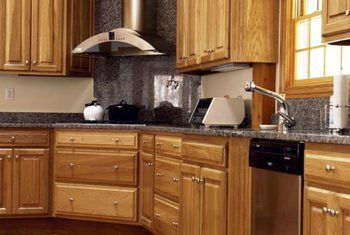 Pros And Cons Of Hickory Kitchen Cabinets Wood Kitchen Cabinets Best Kitchen Cabinets Wood Kitchen