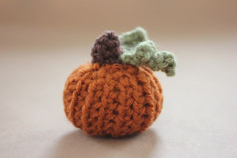 Repeat Crafter Me: Teeny Tiny Crochet Pumpkin Pattern