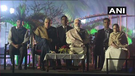 कोलकाता: पीएम मोदी से दिन में दो बार मिलीं ममता, मुलाकात के बाद #CAA विरोध में धरने में बैठीं आगे पढ़े..... #NarendraModi #SFI #GoBackModi #CAA #MamtaBenarji