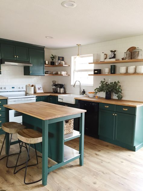 Com teal kitchen cabinets, green kitchen countertops, pain Home Decor Kitchen, Kitchen Decor, Kitchen Inspirations, Home Kitchens, Kitchen Living, Kitchen Design, New Kitchen, Green Kitchen, Kitchen Interior