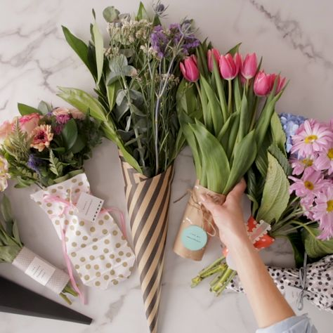 Turn a store-bought floral arrangement into a sweet handmade gift with our favorite bouquet wraps. Find out which wraps go well with different bouquets, plus get an adorable set of free gift tags for the finishing touch. #valentinesday