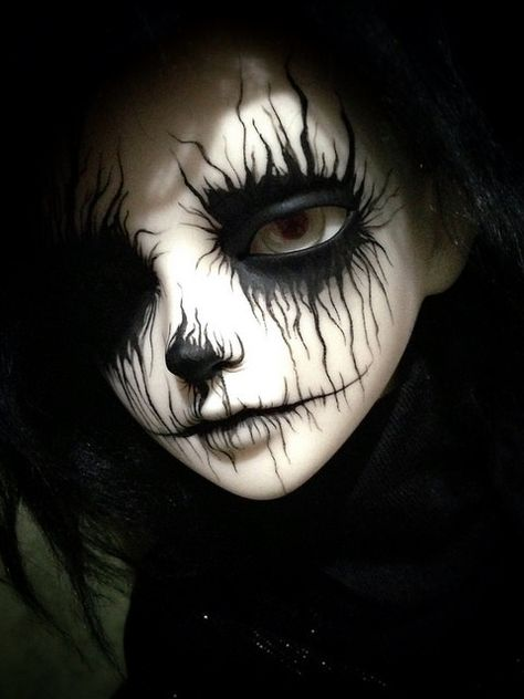 Are you looking for inspiration for your Halloween make-up? Browse around this site for creepy Halloween makeup looks. Halloween Makeup Looks, Halloween Art, Halloween Drawings, Anime Halloween, Pretty Halloween, Halloween Parties, Halloween Bonito, Scary Dolls, Creepy Doll Costume