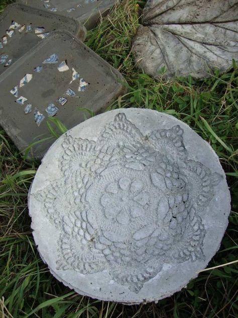 runde Trittplatte aus beton mit Spitzenmuster