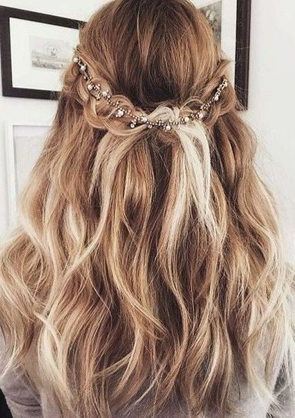 New Year S Eve Hairstyles Perfect For The Biggest Party Of The Year Hair Styles Medium Length Hair Styles Long Hair Styles