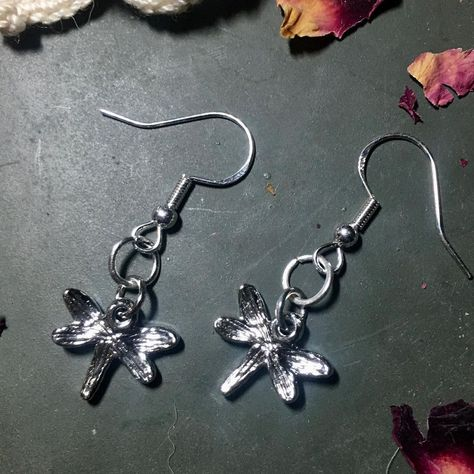 "ℝ𝕒𝕧𝕖𝕟 𝕊𝕥𝕪𝕝𝕖 𝕁𝕖𝕨𝕖𝕝𝕣𝕪 on Instagram: ""#fun #dragonfly #handmade #earrings #jewelry on a #silver plated French hook wire #dangleearrings #dangling drop earrings #temecula For…"""