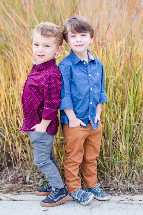 Little Boy Poses, Little Boy Pictures, Twin Pictures, Boy Photos, Family Pictures, Twin Boys Photography, Sibling Photography Poses, Toddler Family Photos, Family Picture Poses