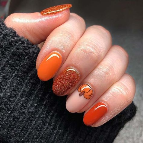 41 Cute Thanksgiving Nail Ideas for 2019 - sunflower nails, Fall Gel Nails, Fall Acrylic Nails, Fall Nail Art, Halloween Acrylic Nails, Cute Halloween Nails, Fall Nail Colors, Nails For Autumn, Halloween Makeup, Holloween Nails