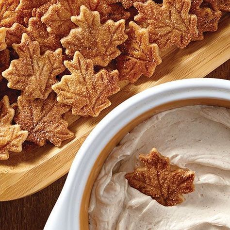 Pie Crust Chips & Cinnamon Dip Don't know what to do with extra pie crust dough? Try this tasty idea. - Pie Crust Chips & Cinnamon Dip - Pampered Chef (Cinnamon Plus Spice Blend = cinnamon and sweet spices, including nutmeg, allspice and orange peel. Thanksgiving Desserts, Fall Desserts, Delicious Desserts, Dessert Recipes, Yummy Food, Quick Dessert, Hosting Thanksgiving, Dessert Dips, Dinner Dessert