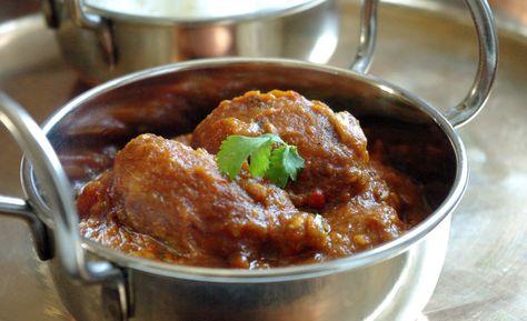 Recette de curry indien Aloo vindaloo en vidéo Bonjour et bienvenue dans mon blog cuisine , aujourd'hui nous allons préparer Aloo vindaloo . Nous allons préparer cette sauce Vindaloo avec des pommes de terre. C'est un plat indien assez relevé. Pour faire...