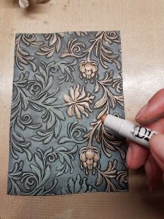 Craft projects by Bubblescrap: embossing folder faux cast iron – 2019 - Scrapbook Diy Card Making Tips, Card Making Tutorials, Card Making Techniques, Distress Ink Techniques, Embossing Techniques, Rubber Stamping Techniques, Embossed Cards, Embossed Paper, Creative Cards