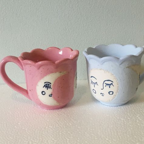 Wonderful Images Ceramics cups with faces Tips Sharnah lee ceramic artist Chimerical homewares Moon print Moon phase Moon faces Cute tea cup Clay Art Projects, Clay Crafts, Arts And Crafts, Cute Tea Cups, Cute Mugs, Ceramic Pottery, Pottery Art, Ceramic Mugs, Pottery Painting