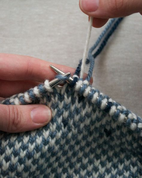 An untraditional stranding method in order to disrupt the pattern on wrong side of the fabric as little as possible