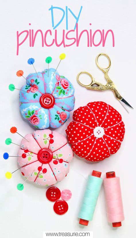 DIY Pin Cushion - Cute Round Pincushion Have you got lots of scrap fabric in your stash that is looking for a new purpose? What about making a DIY pin cushion? These cute, round pin cushions are really simple to make and are great gift ideas too. Diy Sewing Projects, Sewing Projects For Beginners, Sewing Crafts, Sewing Diy, Sewing Hacks, Sewing Tutorials, Sewing Rooms, Wood Projects, Woodworking Projects