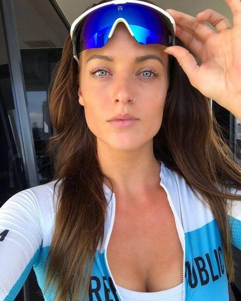 Bicycle Women, Road Bike Women, Bicycle Girl, Girls Golf, Female Cyclist, Hot Cheerleaders, Cycling Girls, Cycle Chic, Bike Style