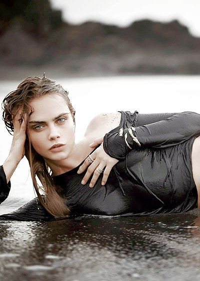 Cara Delevingne Vacation picture ideas  Beach poses