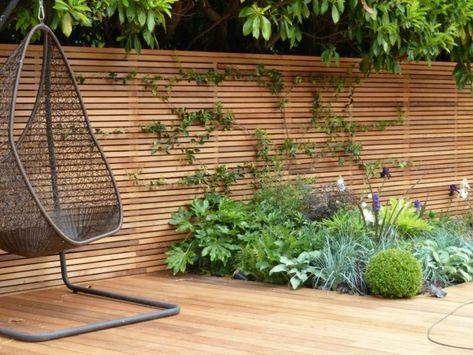 sichtschutz zaun holz material minimalistisch beet pflanzen parkett