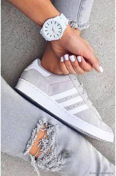 purchase cheap ab6c0 6e410 Adidas superstar blanc gris + jean troué gris