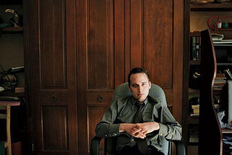 """Adrian Lamo """"The Homeless Hacker"""", tra 2001 e il 2003 è riuscito a penetrare nei sistemi informatici di Yahoo, Microsoft, di Excite@Home, di MCI Worldcom e del New York Times; solo per provare le debolezze dei sistemi. #geni #hacker #geek #technology #boutiquelarn"""
