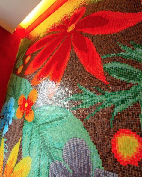 Colori, colori, colori! Una vera esplosione di colori tropicali, che richiamano il clima thailandese. - Colors, colors, colors! An explosion of tropical colors that recall the Thai climate.